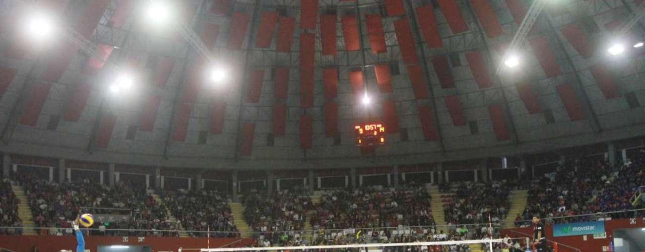En un vibrante partido  de cinco sets, las trujillanas derrotaron por 3-2 a las santas en la final de la Liga Nacional de Vóley, la cual se jugó en tres partidos en el Dibós.