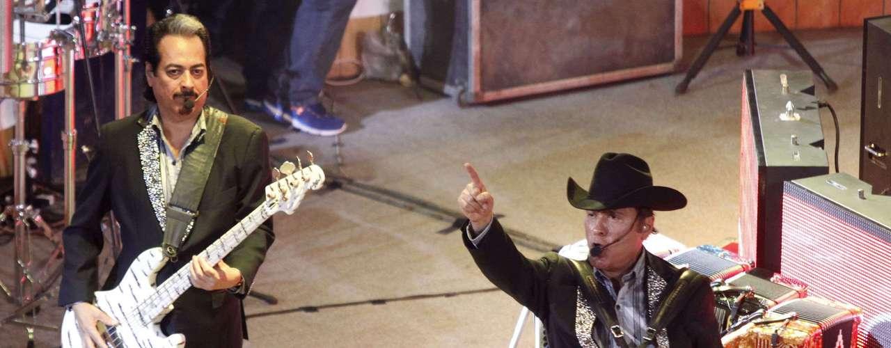 Los Tigres del Norte se presentaron en el palenque de la Feria de Puebla, con gran éxito ante cientos de admiradores que no pararon de cantar y bailar.