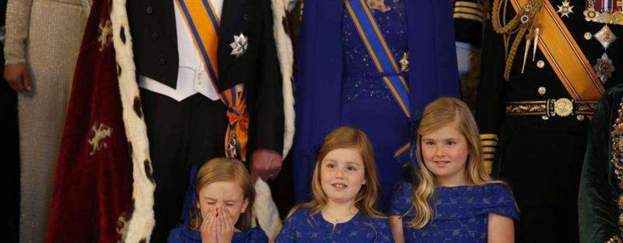 Una de las anécdotas las ha protagonizado la princesa Ariane, la pequeña de los nuevos Reyes, que ha sido sorprendida en pleno bostezo.