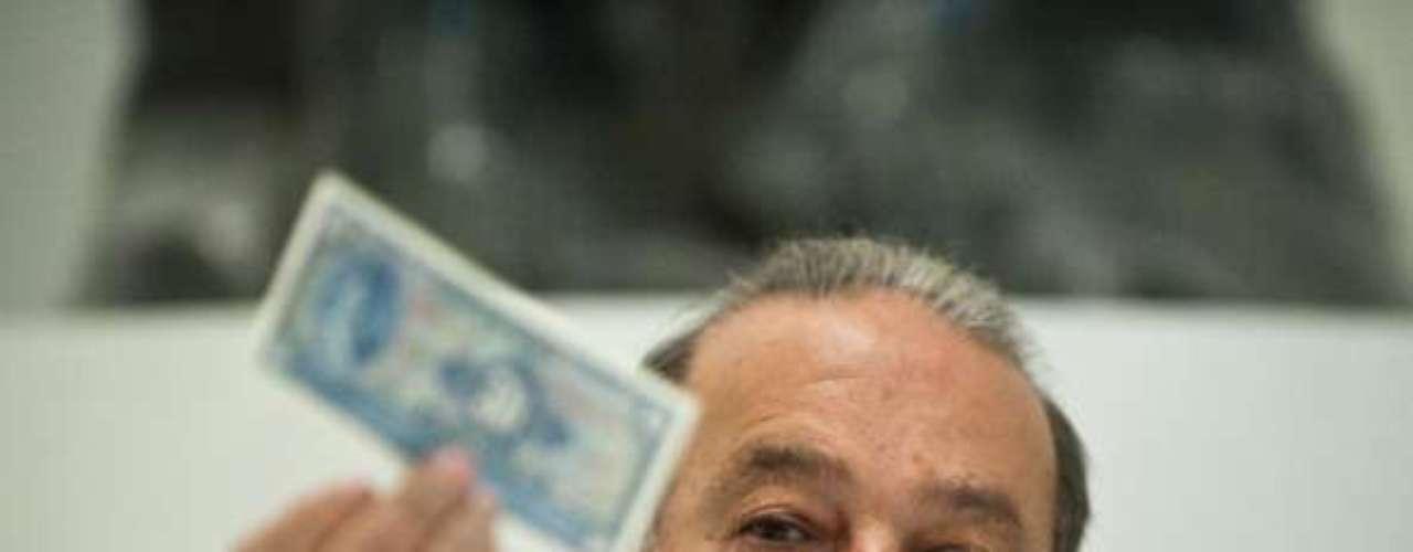 Debido a su influencia económica, fue considerado también el multimillonario empresario mexicano Carlos Slim Helú, líder del Grupo Carso. El empresario, según la revista Forbes, cuenta con una fortuna de 73 mil millones de dólares, lo que lo ubica como uno de los hombre más rico del mundo.