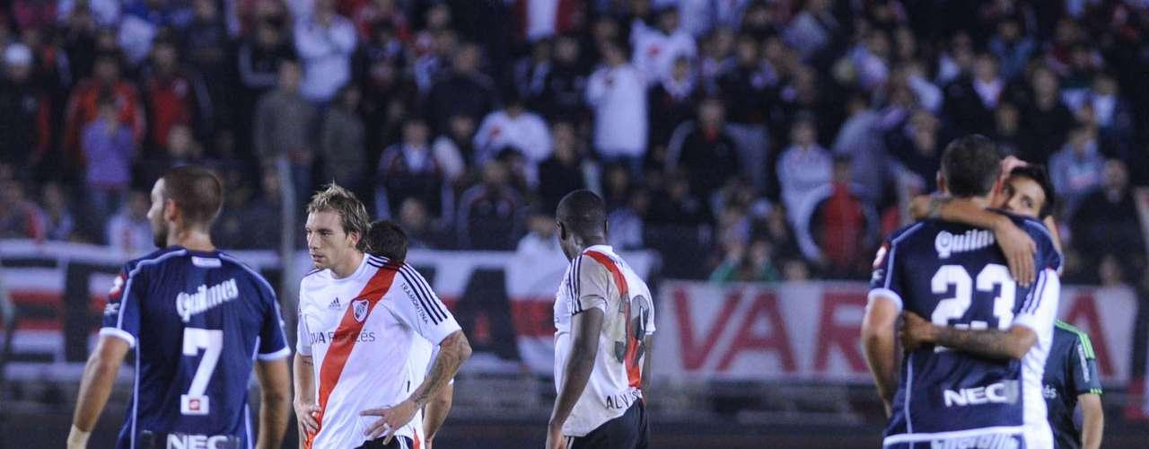 La defensa no está en su mejor nivel. Ni González Pires, ni Botinelli, niMercado están pasando un buen momento, seguramente sobre ellos irán los defensores de Boca.