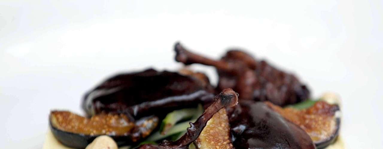 Codorniz en salsa de higo es uno de los patillos que logra hacer esa suave fusión entre la tradición mexicana y la cocina francesa.