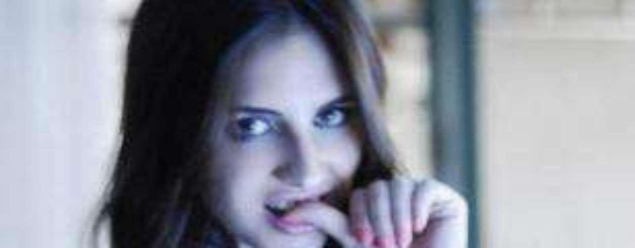 Annalisa Santi, una joven de 21 años, estudiante de la Universidad Católica Argentina (UCA), es la nueva vedette de la Web. Sus fotos y videos hot en plena clase recorren las redes sociales a la velocidad de la luz. \