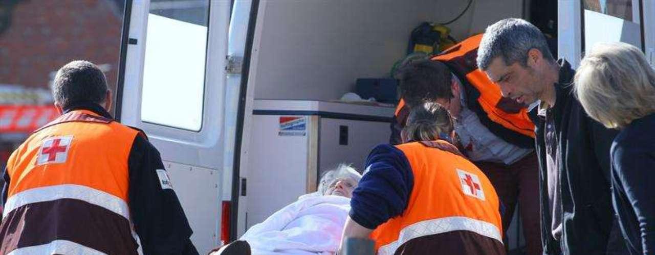 Aunque cinco personas que dijeron sentirse mal tras el accidente fueron trasladadas a hospitales.