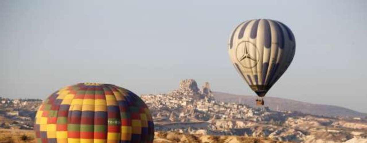 Los hoteles esculpidos en la roca ofrecen singulares alojamientos. Para obtener más información, visite la página web de turismo de Turquía.