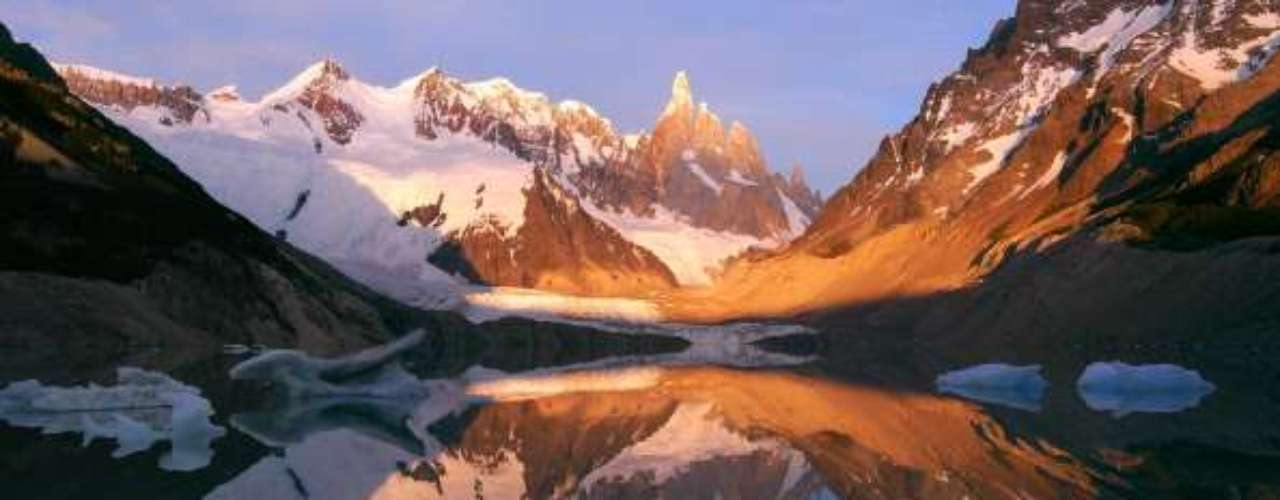 Parque Nacional Los Glaciares, Argentina La mayoría de los visitantes de esta remota región del sur de Argentina establece su base en El Calafate, la ciudad más cercana a la entrada del parque.