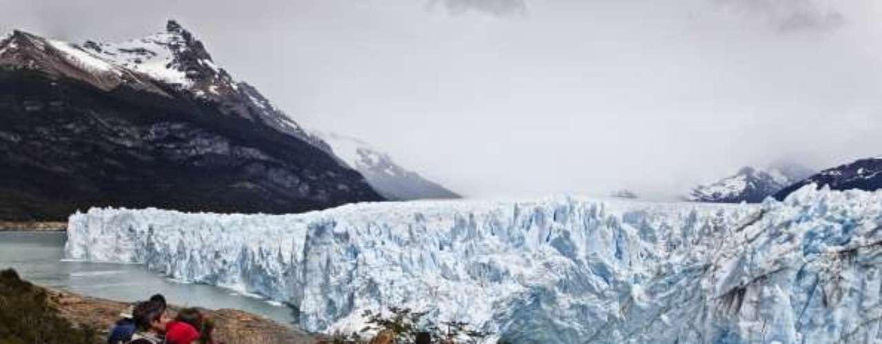 Hay vuelos diarios y autobuses desde la capital Buenos Aires. Para las diferentes opciones de excursiones, echa un vistazo a Gigantes Patagones.