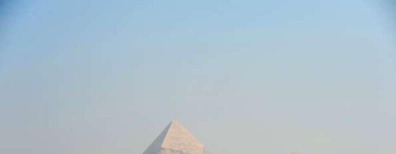 El complejo es visitable muy fácilmente en una excursión de un día desde la capital de Egipto. Para obtener más información, visite la página web de turismo de Egipto.