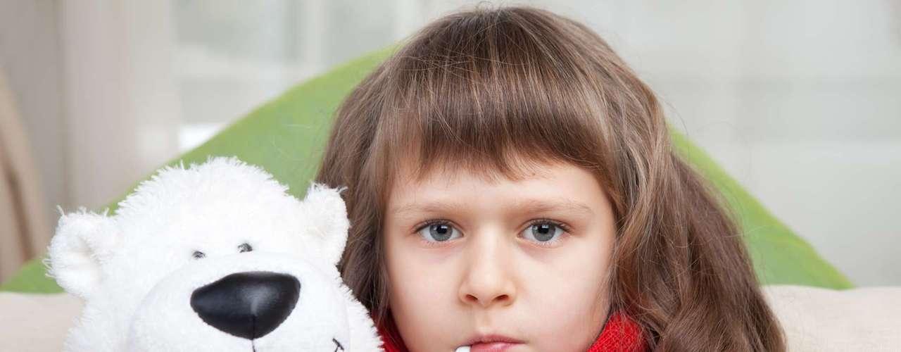 No existe un tratamiento específico para las paperas. Los síntomas pueden ser aliviados por la aplicación de hielo intermitente o calor en la zona del cuello y por la ingesta de analgésicos. A los pacientes se les aconseja evitar cualquier jugo de frutas o alimentos ácidos, ya que estimulan las glándulas salivares, las cuales pueden ser dolorosas.