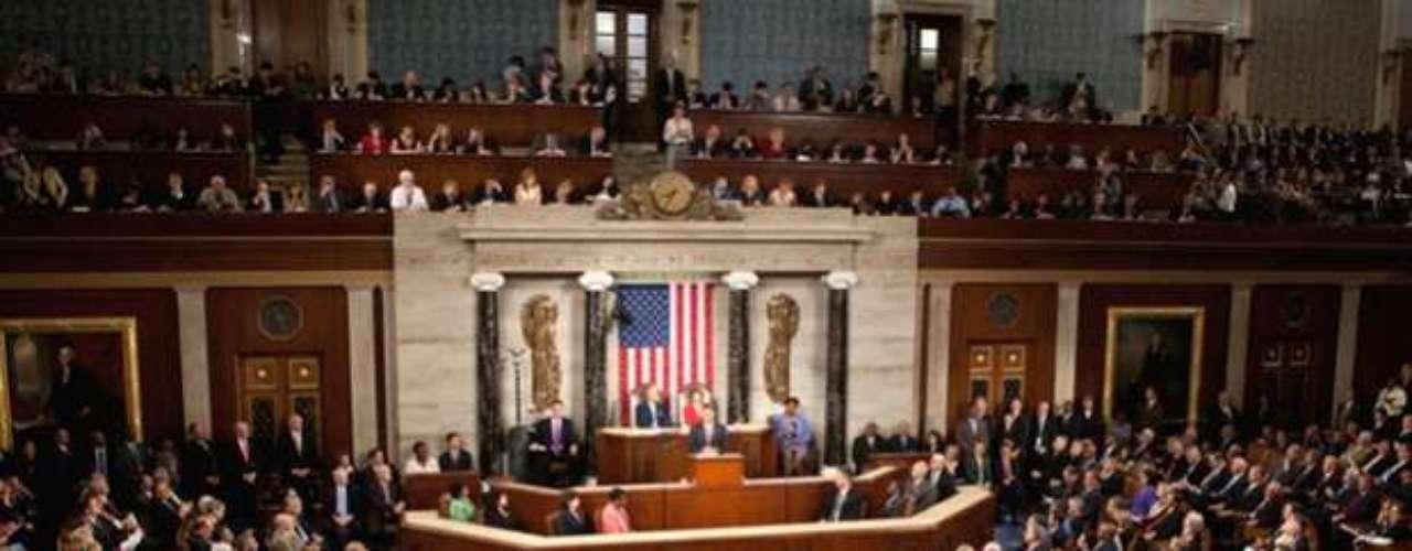 Para los 11 millones de residentes sin documentos, la legislación en el Senado estadounidense era su mejor esperanza para superar la amenaza de deportación y tener un camino para solicitar eventualmente la ciudadanía estadounidense, luego de que un gran impulso en el Senado por una reforma en 1986 muriera el 2007.