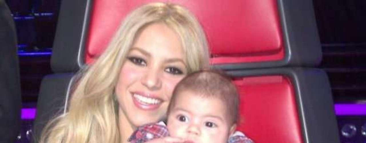 En septiembre de 2012, Shakira confirmó que ella y Piqué estaban esperando su primer hijo. Milan Piqué Mebarak nació el 22 de enero de 2013, en Barcelona.