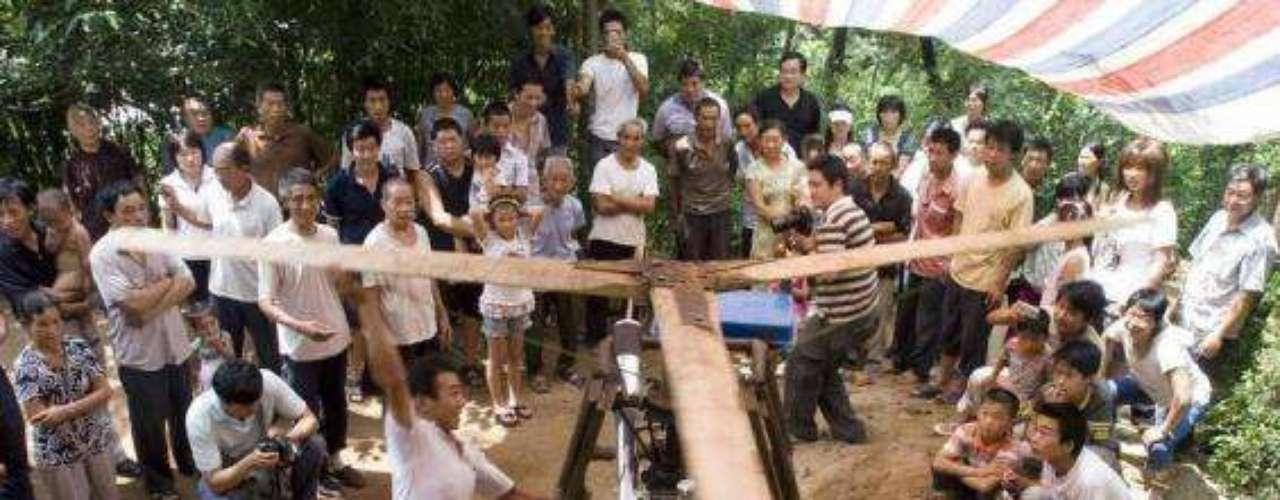 El granjero Wu Zhongyuan inventó un aparato que pretende ser un helicóptero casero, en Jiuxian. Sin embargo, el gobierno local le prohibió hacer más pruebas por razones de seguridad.