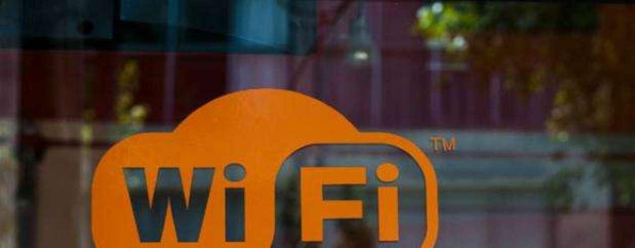 1997. Se fundan los estándares de la conexión Wi-Fi. La primera versión estaba pensaba para conectar ordenadores entre sí de forma inalámbrica, aunque a partir de 1999 su uso se estandarizó para la conexión a Internet.