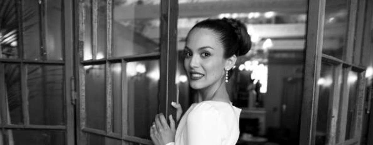 Actriz, bailarina, modelo de catálogos de moda en general y maniquí.