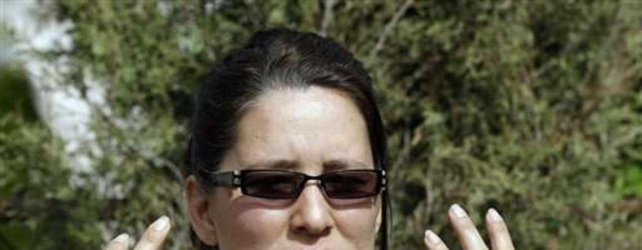 Los familiares de Figueroa dijeron que Castro la golpeaba salvajemente, la arrojó desde la parte superior de unas escaleras, le fracturó la nariz y le dislocó un hombro, entre otras lesiones. Su hermana, Elida Caraballo, dijo que Castro una vez empujó a su mujer dentro de una caja de cartón y cerró las tapas.