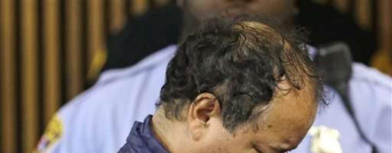 Castro, para asustar a su esposa, mantenía un maniquí al que había colocado una peluca oscura y algunas veces conducía por el vecindario con él, dijeron los parientes.