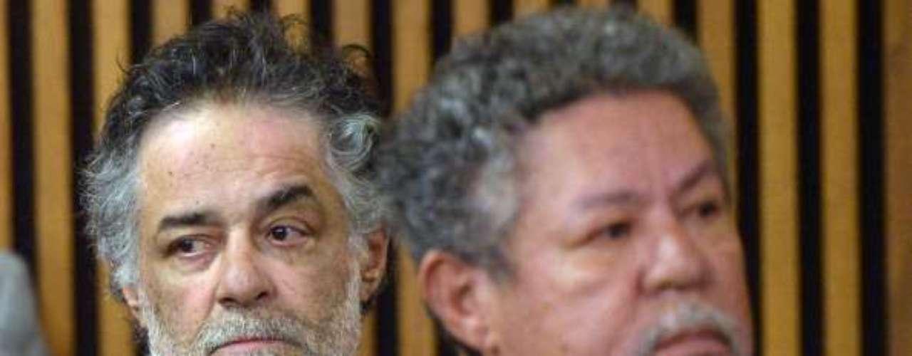 Los hermanos de Ariel Castro, acusado esta semana por la violación y secuestro de tres mujeres durante una década en Cleveland, Ohio (EE.UU.), afirmaron hoy que desconocían la situación en la vivienda y se sienten perseguidos y atormentados.