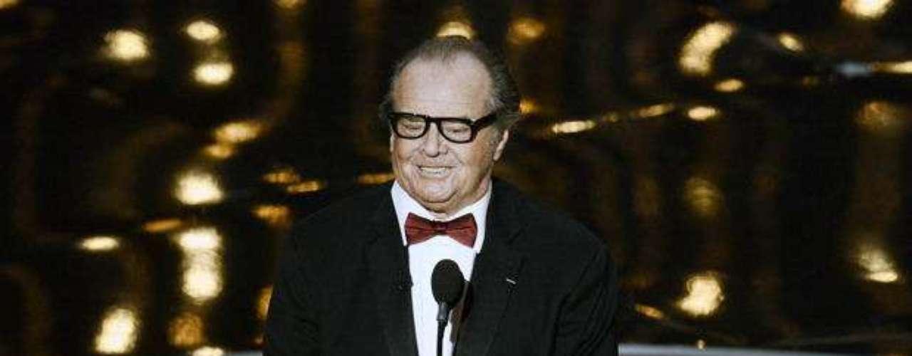 Jack Nicholson. Uno de los principales actores de siglo XX sorprendió en 1989 al dar vida a uno de los villanos más recordados de los comics: el Guasón. Por la cinta, dirigida por Tim Burton y coproyagonizada por Michael Keaton, Nicholson embolsó 6 millones de dólares en salario y, gracias las regalías de la marca, elevó esta suma hasta los 60 millones.