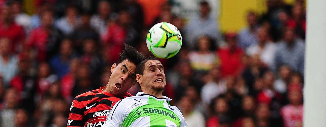 Con doblete de Darwin Quintero y gol de Andrés Rentería, Santos Laguna derrotó 3-1 a Atlas, para avanzar a la Semifinal del torneo Clausura 2013, donde se enfrentará a Cruz Azul. Omar Bravo abrió el marcador con una anotación polémica, que sacó Oswaldo Sánchez en la línea y no se aprecia si el balón rebasó por completo.