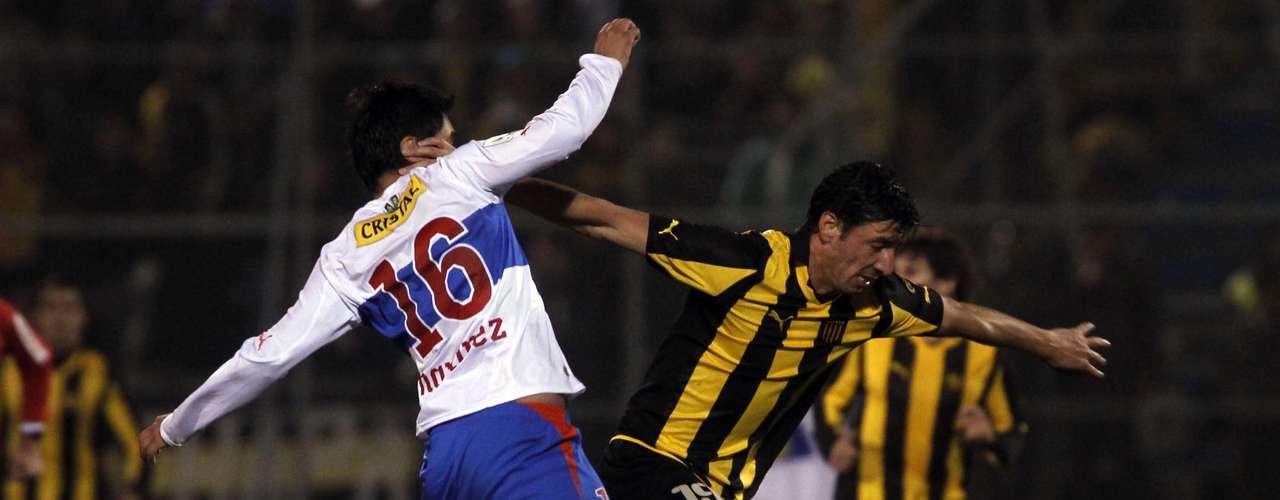 JUAN MANUEL OLIVERA: Pese a que el presidente José Yuraszeck desmintió el interés, el ariete de Peñarol está en la agenda azul y podría regresar.