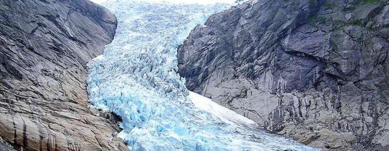 Los investigadores compararon las mediciones en tierra con los datos provistos por el Satélite de Hielo, Nubes y Elevación Terrestre (ICESat, por sus siglas en inglés) y el Experimento de Clima y Recuperación de Gravedad (GRACE) de la agencia espacial estadounidense NASA, para calcular las pérdidas de hielo en los glaciares de todo el planeta.