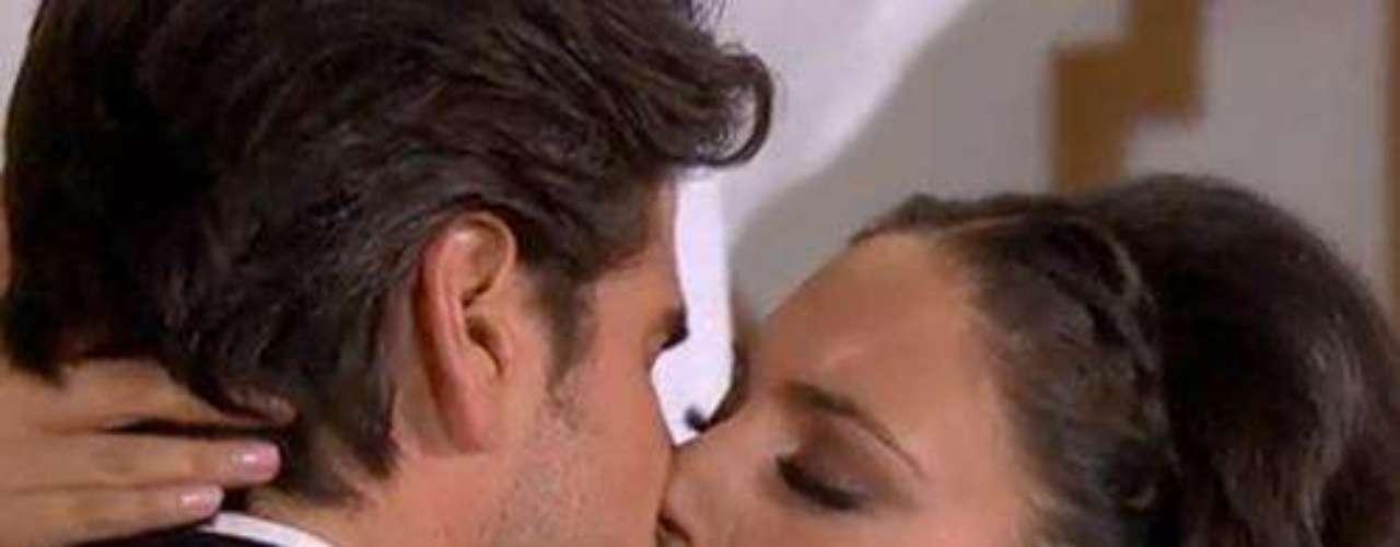La indomable Maricruz esta vez sorprendió a su galán siendo la aguerrida María Alejandra Mendoza,aunque él no sabe que ella es la misma mujer humilde que dejó a su suerte parece que su cuerpo sí la reconoció.Amores de telenovela, convertidos en realidadILa parejas más candentes de las telenovelasFamosas cantantes seducidas por la actuación en telenovelas