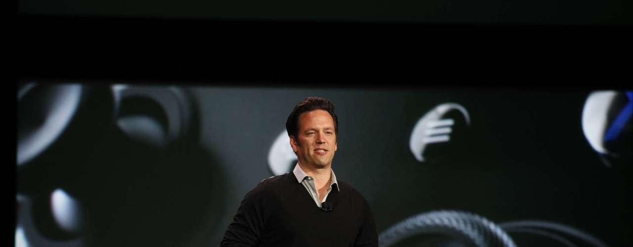 Phil Spencer, de Microsoft Studios, ha subido al escenario para hablar de la presentación de los nuevos juegos exclusivos