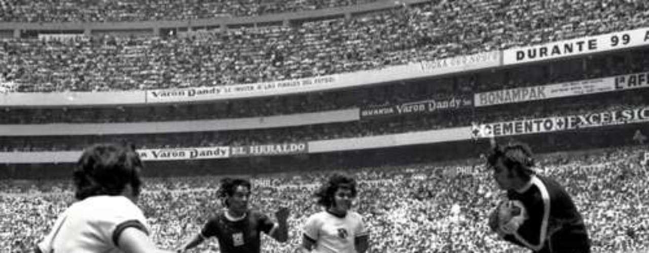 En un juego único, Cruz Azul se impuso 4-1 al América en la primera final entre los que en la actualidad son conocidos como los 'Cuatro Grandes', dando así origen al llamado Clásico Joven. Los goles de La Máquina fueron de Héctor Pulido, Cesáreo Victorino y doblete de Octavio Muciño. Por las Águilas descontó Enrique Borja al 89.
