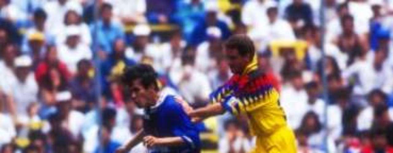 Una temporada antes, en la 1994-1995, Cruz Azul avanzó a la Final con un 3-2 en el marcador global sobre América, con goles de Carlos de Oliveira 'Pintado', Carlos Hermosillo y Octavio Mora.