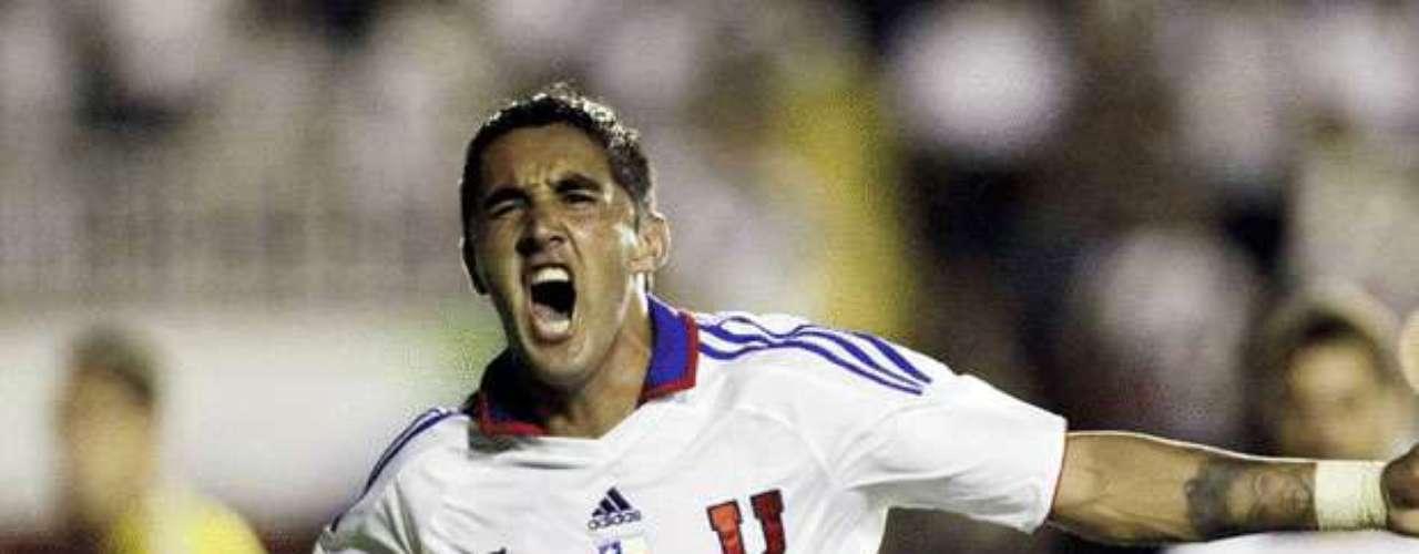 OSVALDO GONZÁLEZ: El zaguero de la U sería solicitado por el Toluca de México -club dueño de su carta- debido a la posible partida del defensor argentino Diego Novaretti a Inglaterra.