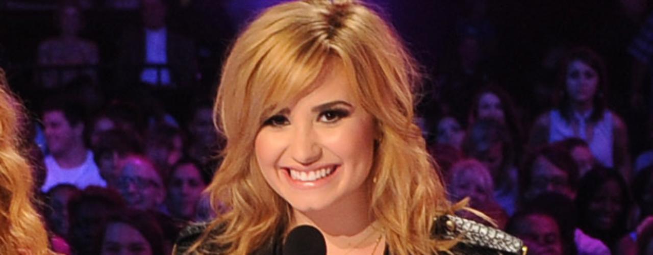 Por Twitter, Demi Lovato dedicó unas bonitas palabras de bienvenida a quienes ocuparán los asientos dejados por Britney Spears y L.A. Reid: \