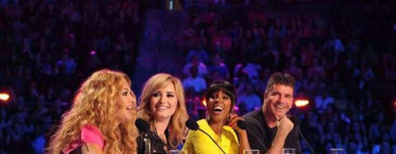 Desde el inicio se nota una estrecha relación con sus compañeras de jurado, las también artistas Kelly Rowland y Demi Lovato.