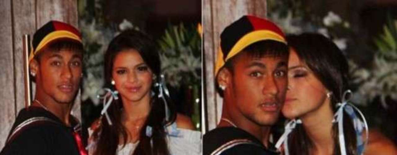 Bruna Marquezine is a 17-year old actress very well known in Brazil for her appearances in soap operas and TV shows since she was a little girl. After several rumors, she confirmed her relationship with Neymar who she's been dating since 2012