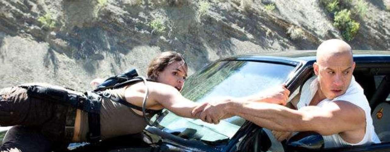 Fast & Furious o Rápidos y Furiosos (2009) en Los Ángeles, República Dominicana, Panamá y México. Dom Toretto (Vin Diesel) y el detective Brian OConner (Paul Walker) vuelven a encontrarse en Los Ángeles y siguen llevándose igual de mal. Sin embargo, obligados a enfrentarse a un enemigo común, reunirá a un nuevo equipo de corredores para poder vencerle.