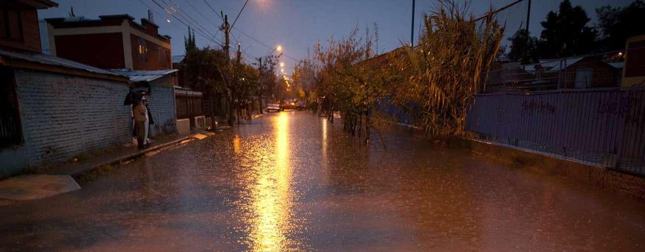 Las intensas lluvias causaron anegamientos en el sector de villa Las Araucarias en La Florida