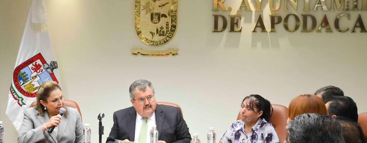 El alcalde de Apodaca, Raymundo Flores Elizondo, acata la recomendación de la Comisión de los Derechos Humanos en Nuevo León, al ofrecer una disculpa pública a la familia de Martín Torres Martínez, desaparecido el pasado 19 de octubre, por cuatro uniformados de esta localidad.