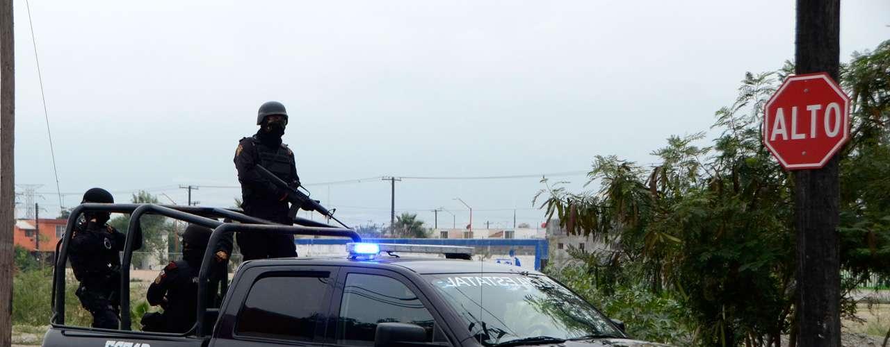 Al lugar se trasladaron elementos de la Policía Ministerial, Fuerza Civil y Policía de Santa Catarina, quienes procedieron de forma rápida al aseguramiento de la escena del crimen a la espera de la llegada de los peritos de criminalística, quienes llevaron el cuerpo a las instalaciones del Servicio Médico Forense para efectuar la autopsia.