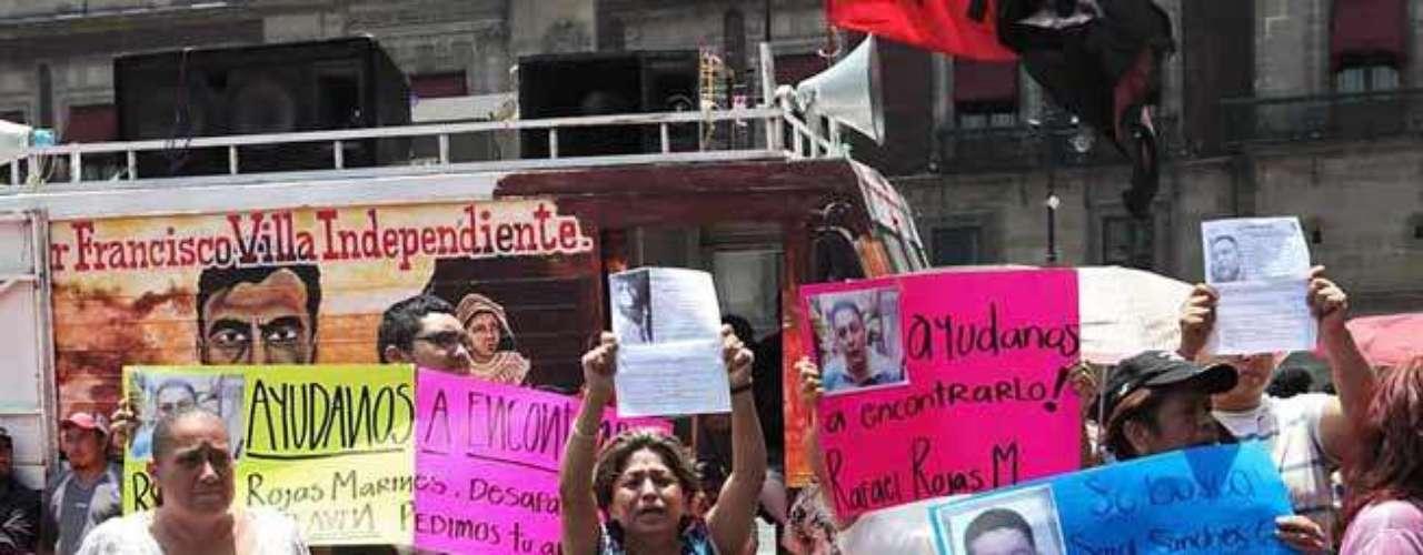 Amigos y familiares de los desaparecidos se han manifestado para exigir a las autoridades encontrar a sus seres queridos.