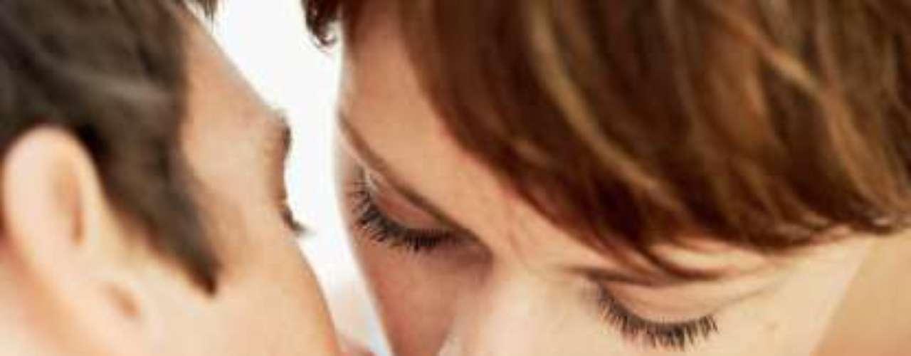 1. Evitarás la prisa. Tómense su tiempo, pues la prisa y el no dedicar el tiempo necesario a la intimidad puede ser el primer enemigo para conseguir un orgasmo. Despreocúpate de cómo alcanzar el orgasmo. Estos pensamientos producen tensión y tampoco te dejarán alcanzar el clímax si no los eliminas a la hora de la pasión. Recuerda que mientras más dure el coito, más sangre fluirá y más intenso será el placer ¡Pruébalo!