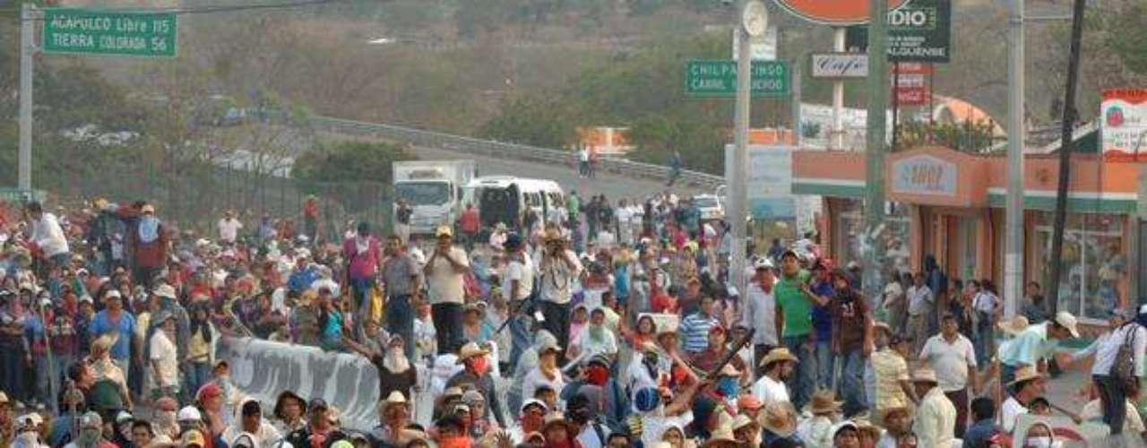 Sin embargo, la misma reforma dio origen al actual Movimiento Popular de Guerrero. Conformado en su mayoría por maestros de la Ceteg han realizado marchas y protestas en contra de que los docentes sean evaluados de la misma forma que el resto de los estados.