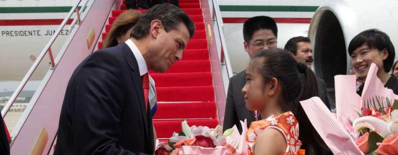 En materia de política exterior, el gobierno de Peña Nieto se ha mantenido activo. Del 5 al 9 de abril viajó a China y Japón. Estableció un vínculo más cercano con los Estados Unidos tras la visita del presidente Barack Obama.