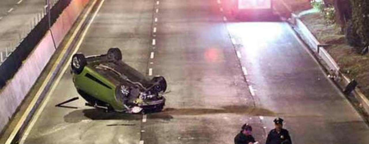 Un automovilista murió la madrugada del 3 de junio tras chocar a exceso de velocidad contra un muro de contención y luego volcar varios metros sobre la Avenida Aquiles Serdán, en la delegación Azcapotzalco, ciudad de México.