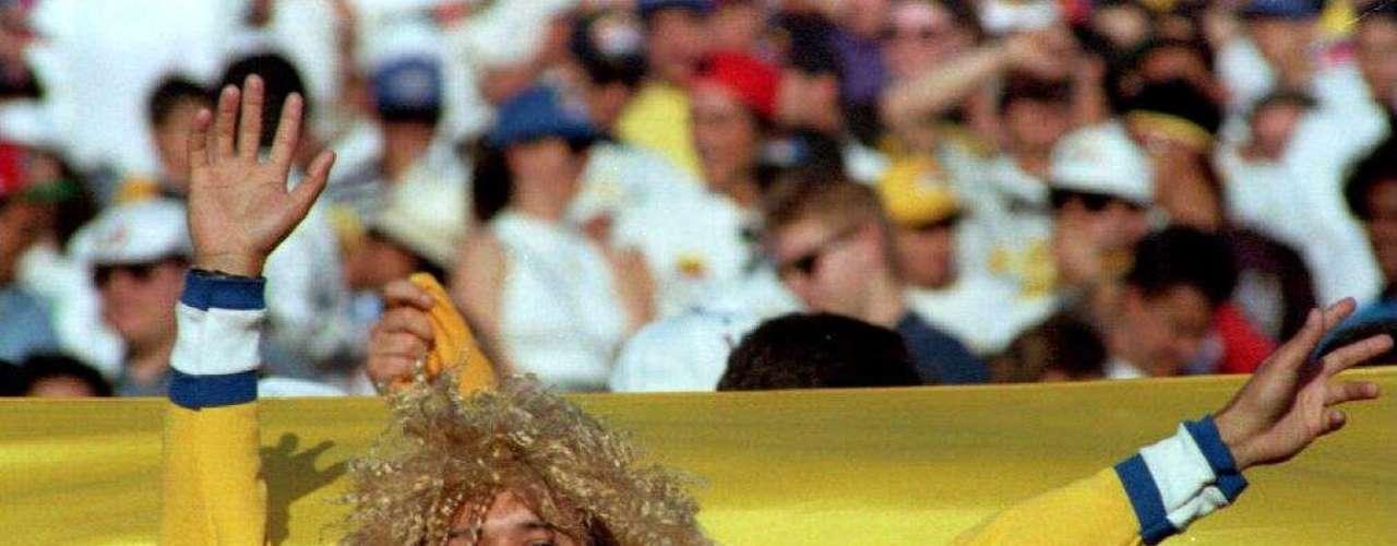 15. Su icónica melena: Finalmente, está su rubia y crespa cabellera, que se convirtió en el símbolo que lo hizo aún más famoso en el ámbito internacional. Las pelucas que la imitan se volvieron muy populares entre los fanáticos, quienes todavía las usan en los partidos, especialmente los de la selección Colombia.