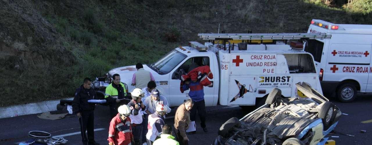 El 5 de junio, en Amozoc, Puebla, un taxi foráneo volcó. Tres personas perdieron la vida en la autopista Amozoc-Perote en el kilómetro 9.