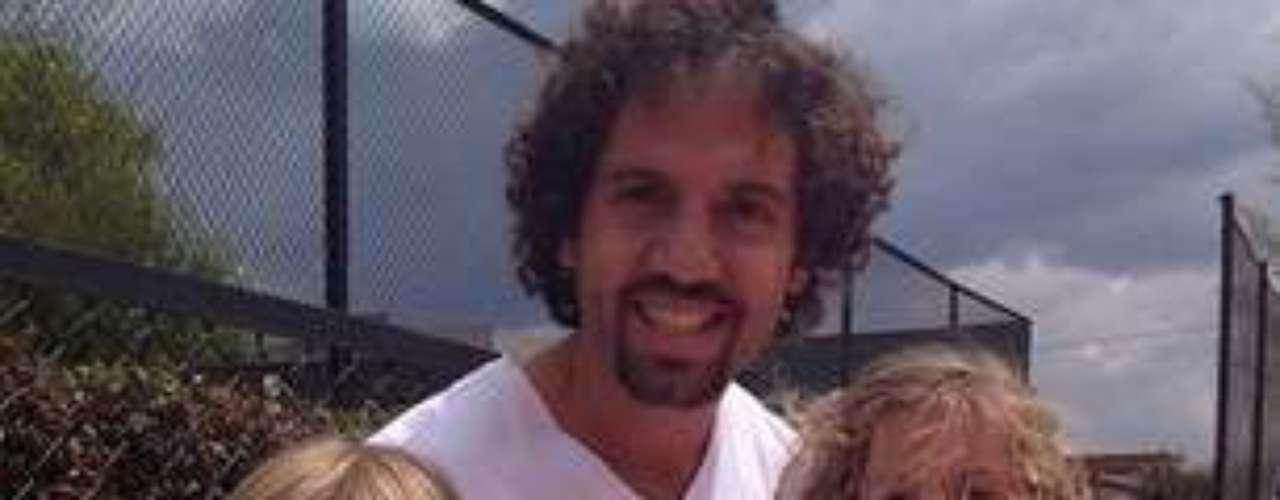 El ex futbolista Lucas Jaramillo es el esposo de la presentadora Catalina Aristizábal y es el papá de Oriana y Emiliano.