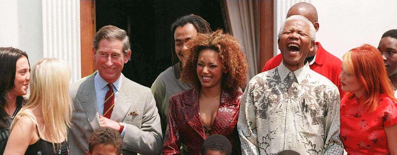 Mandela con The Spice Girls y el príncipe Carlos. Noviembre 1 de 1997. Pretoria, Sudáfrica.