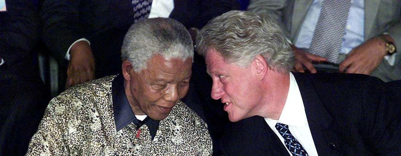 Con Bill Clinton durante las conversaciones de paz de Burundi.  Agosto de 2000.