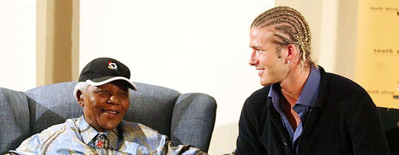 El ex presidente sudafricano Nelson Mandela con David Beckham. 21 de mayo 2003.