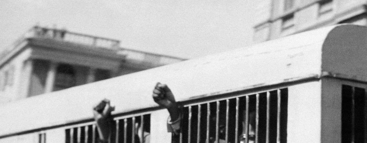 El 11 de junio de 1964 fue sentenciado a prisión de por vida.