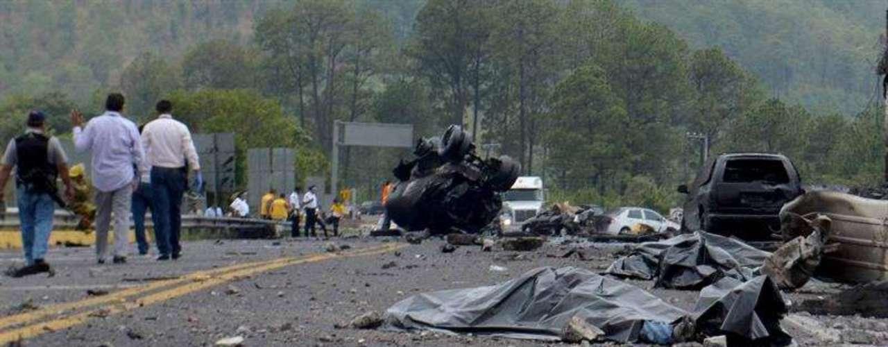 El jueves 13 de junio de 2013, un camión cisterna chocó al llegar a la caseta de cobro en la caseta de peaje del poblado de San Ángel Zurumucapio, en Michoacán. Ocho maestros de la Coordinadora Nacional de Trabajadores de la Educación (CNTE) murieron y 14 resultaron heridos.